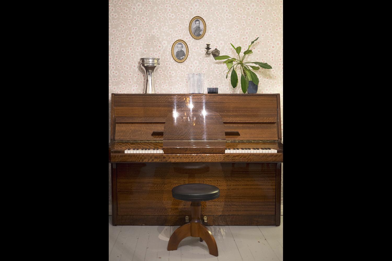 Katarina_Karppinen_Piano_pianissimo_musta